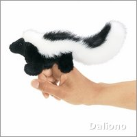 Folkmanis finger puppet mini skunk